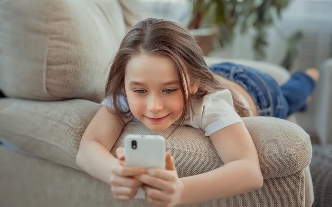 Helpful Tips for Setting Children Up For a Comfortable Phone Call/ FaceTime With Their Other Parent